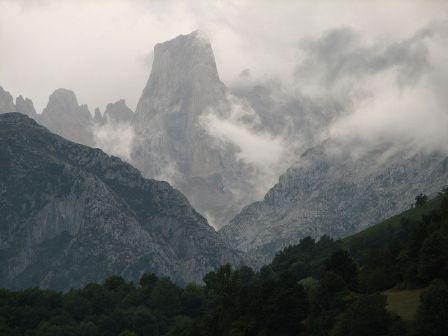 Parque nacional de los Picos de Europa Naranjo de Bulnes