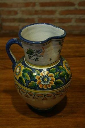 la cerámica de Talavera es un tipo de cerámica que se fabrica en la ciudad de Talavera de la Reina