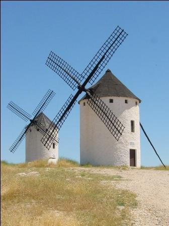molinos de viento en campo de criptana ciudad real