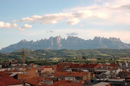 Montserrat : És un massís de formes singulars
