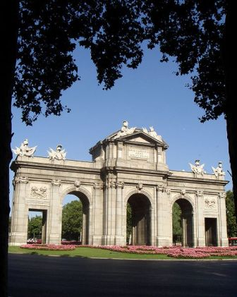 La Puerta de Alcalá es uno de los monumentos más significativos de Madrid