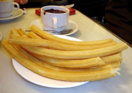 l chocolate con churros esta muy presente en el desayuno o merienda de los madrileños.