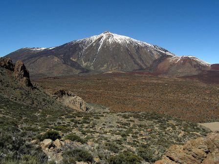 el Teide, pico más alto de España con 3.718 m.