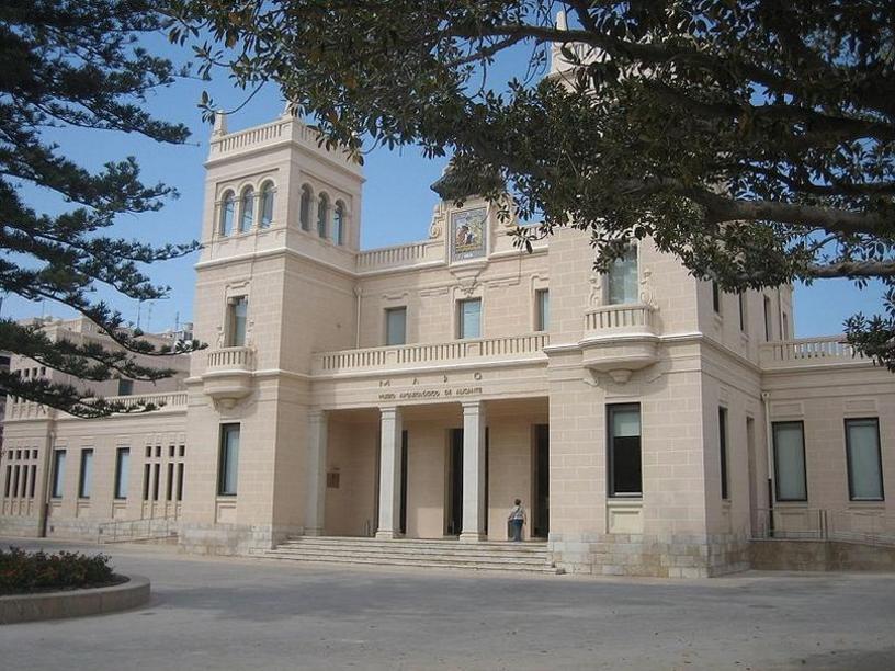 Fachada principal del Museo Arquológico Provincial de Alicante