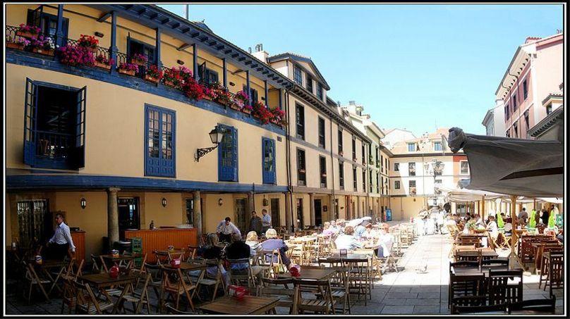 Interior de la Plaza del Fontán en Oviedo, Asturias
