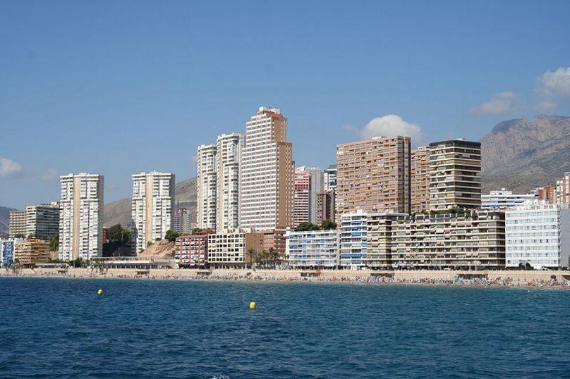Mar, brisa y arquitectura imponente en Benidorm, Marina Baja
