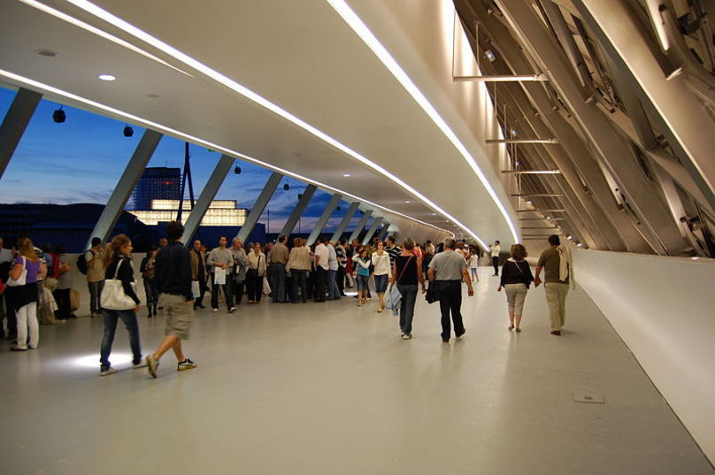Interior pabellon puente