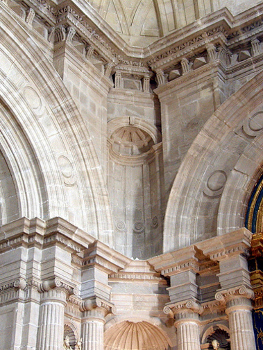 Columnas de la Iglesia Santiago en Orihuela