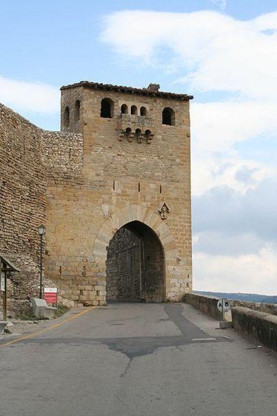 Vista de una de las torres de Morella