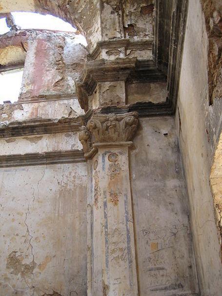Pilastra en la ermita del Calvario de Canet lo Roig