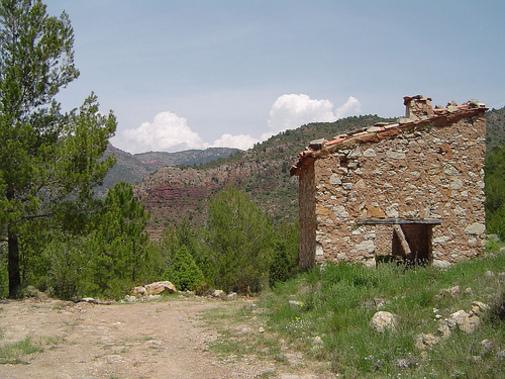 Casa precaria en las inmediaciones de Peñigolosa