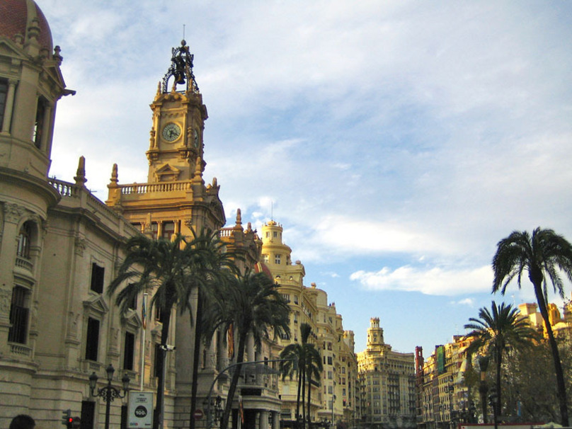 Ayuntamiento de Valencia y sus edificios aledaños a la plaza