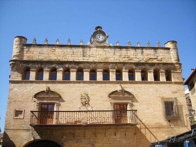 Ayuntamiento de La Fresneda (Aragón).