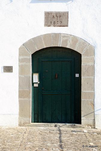 """Puerta de entrada a la """"Casa Museo de Julián Gayarre"""", Roncal Navarra España"""