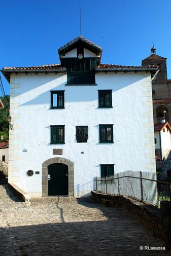 Fachada de la Casa Museo de Julián Gayarre, Roncal Navarra España