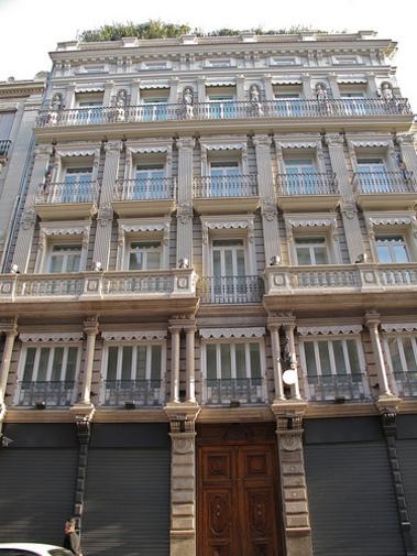 Fachadas de los edificios antiguos de las calle de Valencia