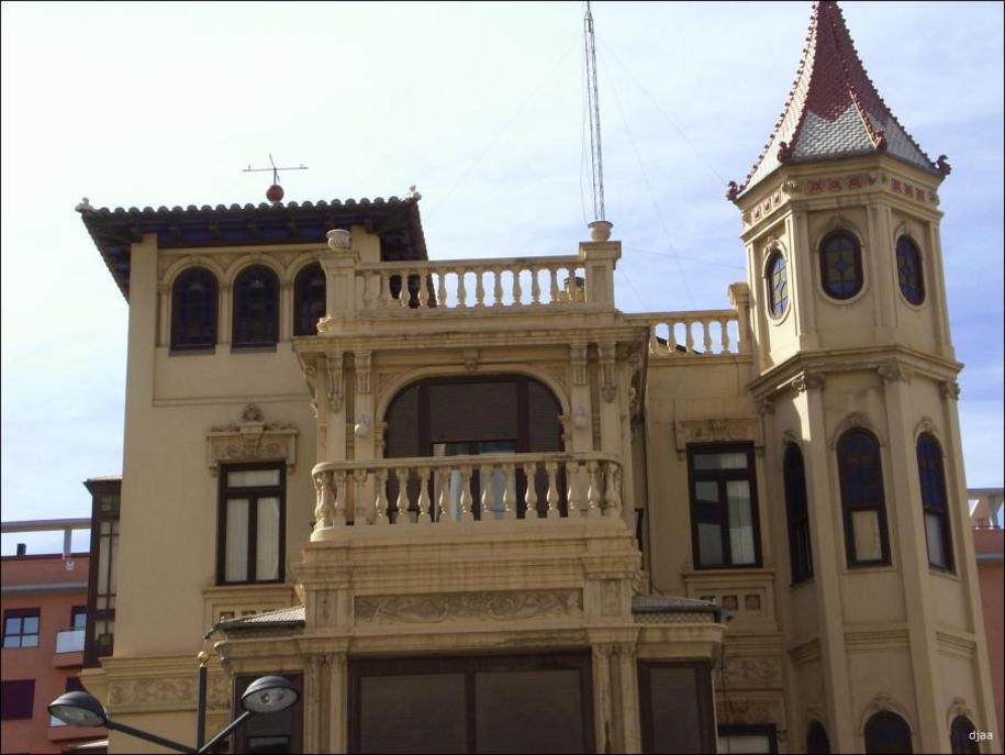 Detalle de la casa del médico en Valencia