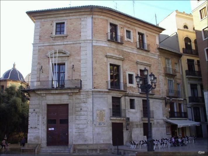 Fachada de la casa Vestuario de Valencia