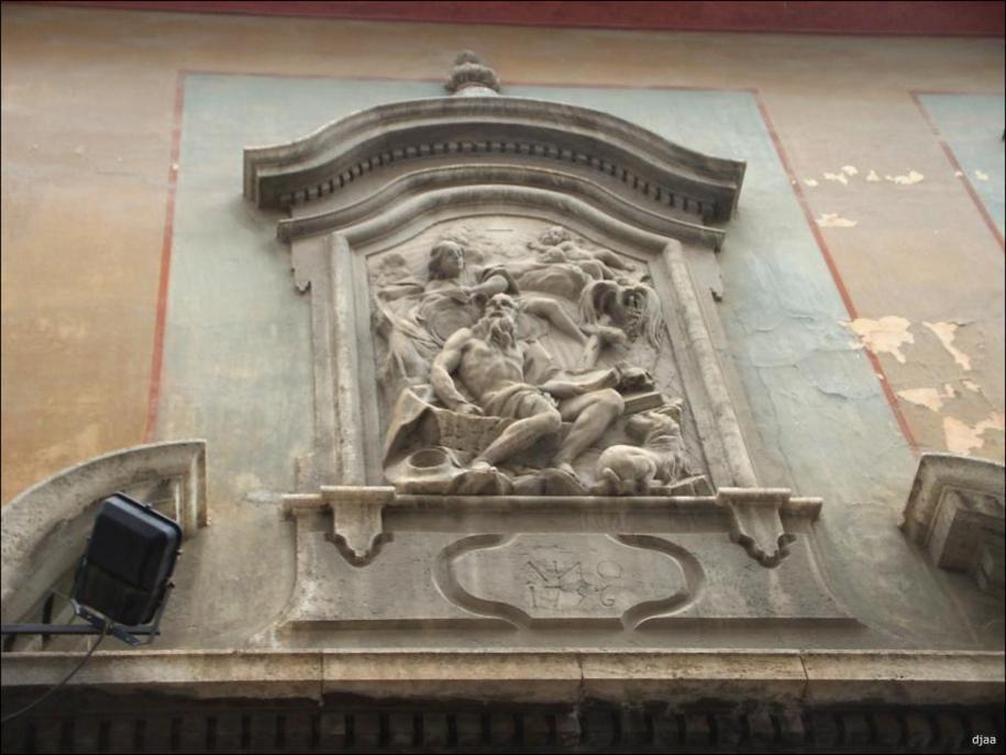 Fachada de el colegio de las artes de la seda en Valencia