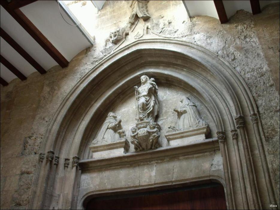 Detalle de el portal de la Iglesia atribuida a Pere Compte