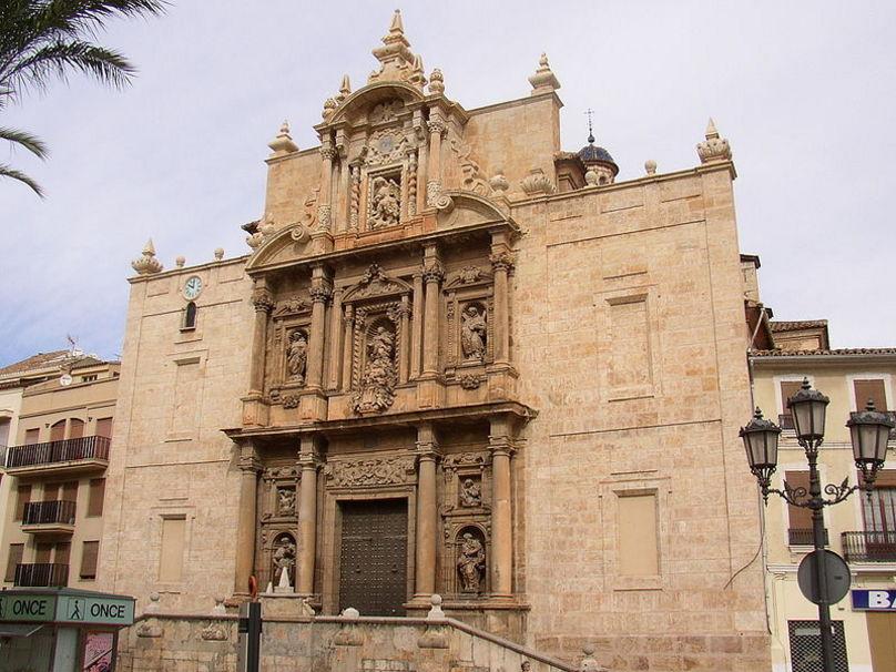 Fachada barroca de la Iglesia de la Asuncionen Lira
