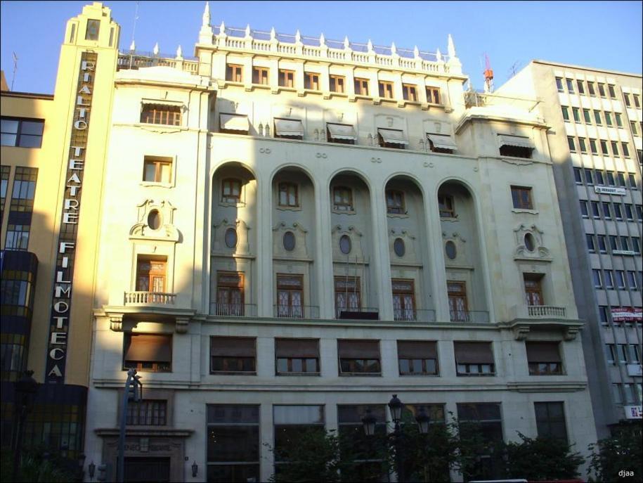 Fachada de el Edificio Ateneo Mercantil de Valencia
