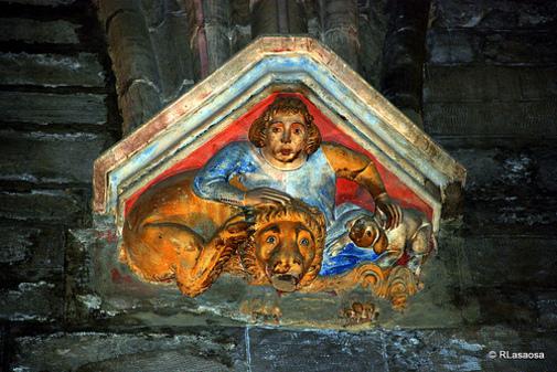Detalle en el interior de la Catedral de Pamplona, Navarra España
