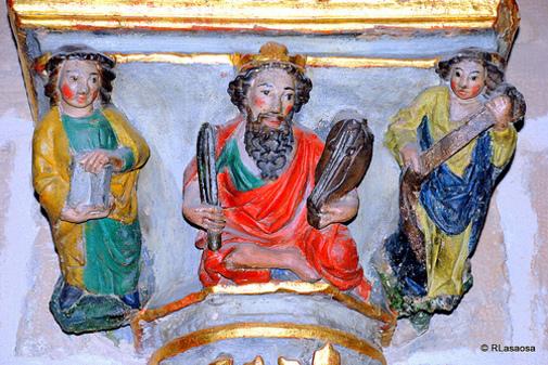 Detalles del interior de la catedral de Pampona, Navarra, España