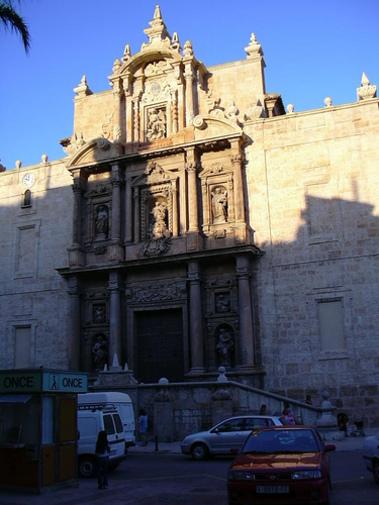 Fachada de la Iglesia de Lliria en Campo de Turia