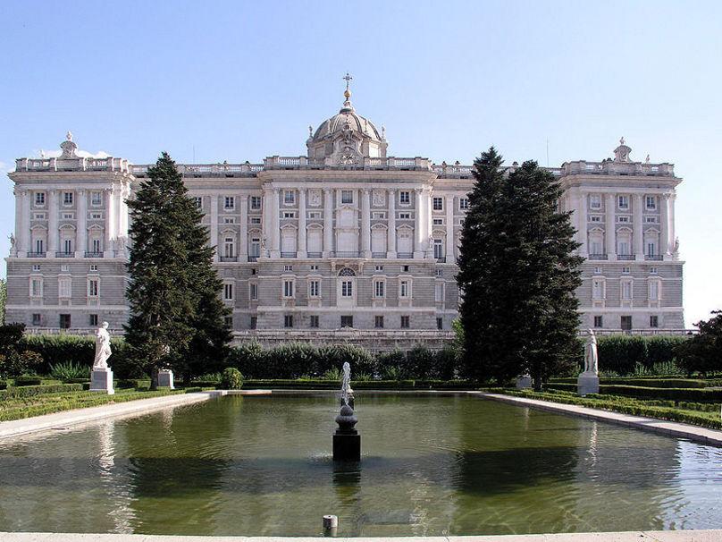 La fachada norte del Palacio vista desde los Jardines de Sabatini.
