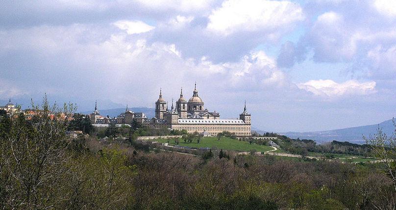 El Monasterio de El Escorial, desde el bosque de La Herrería.