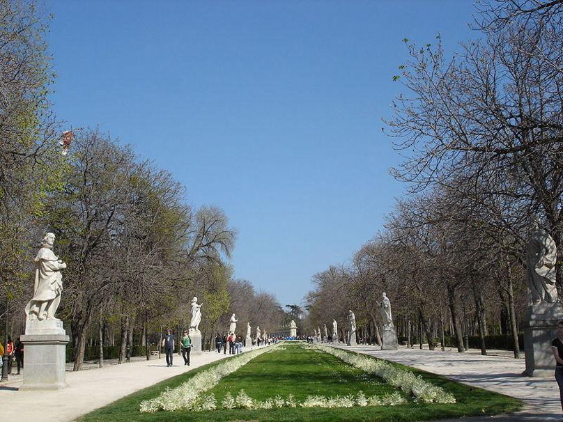 Paseo de la Argentina, en los Jardines del Buen Retiro de Madrid (España).