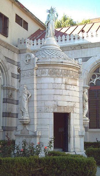 Mausoleo conjunto de seis políticos liberales españoles: Agustín Argüelles, José María Calatrava, Ju