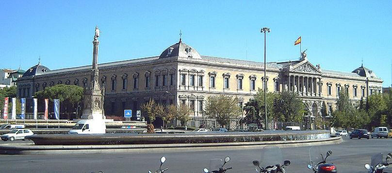 Vista de la fachada de la Biblioteca Nacional de España, en Madrid