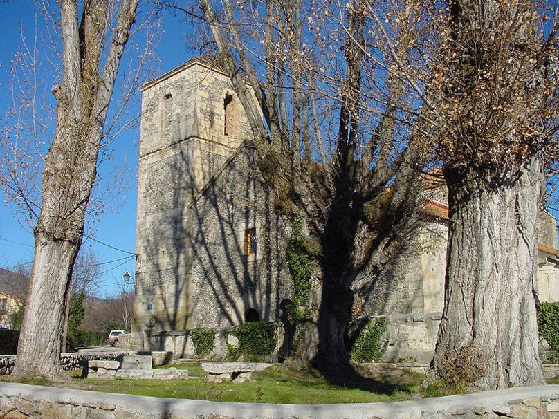 Frontal de la Iglesia de Alameda del Valle.
