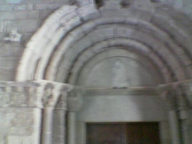 Iglesia de Montserrat, portada romanica
