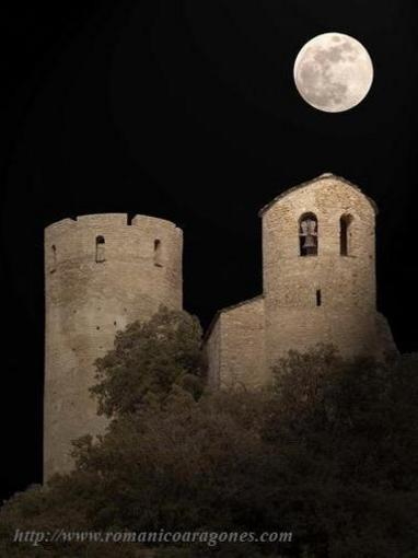 Fortified set of the Castle of Fantova, night sight