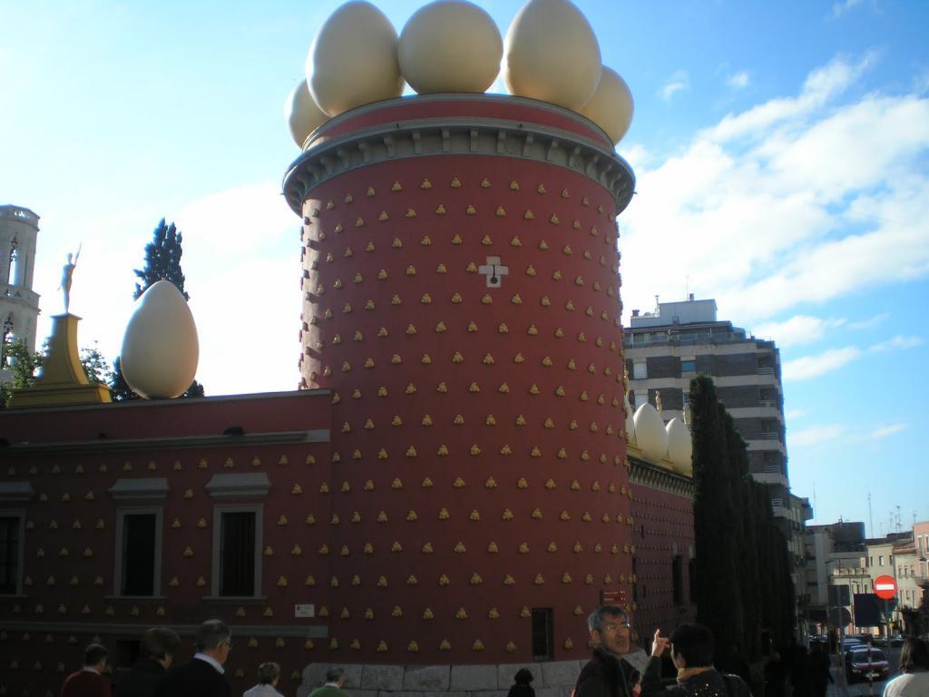 Torre Galatea del Teatro-Dali