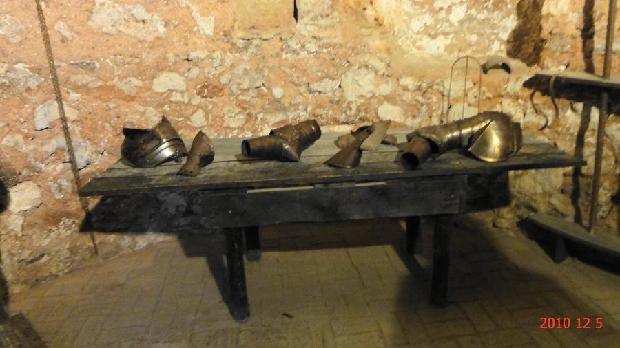 Piezas de la Armadura de un caballero en Niebla