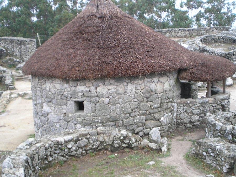 Cabaña castreña de Santa Tecla