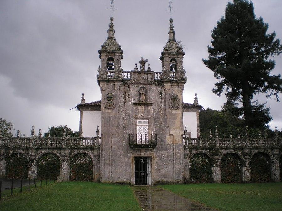 Fachada iglesia Pazo de Oca
