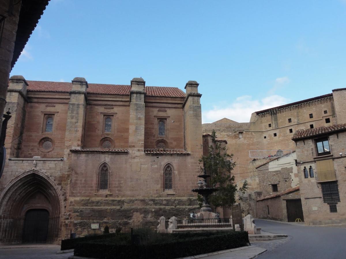 Plaza de la iglesia de Mora de Rubielos