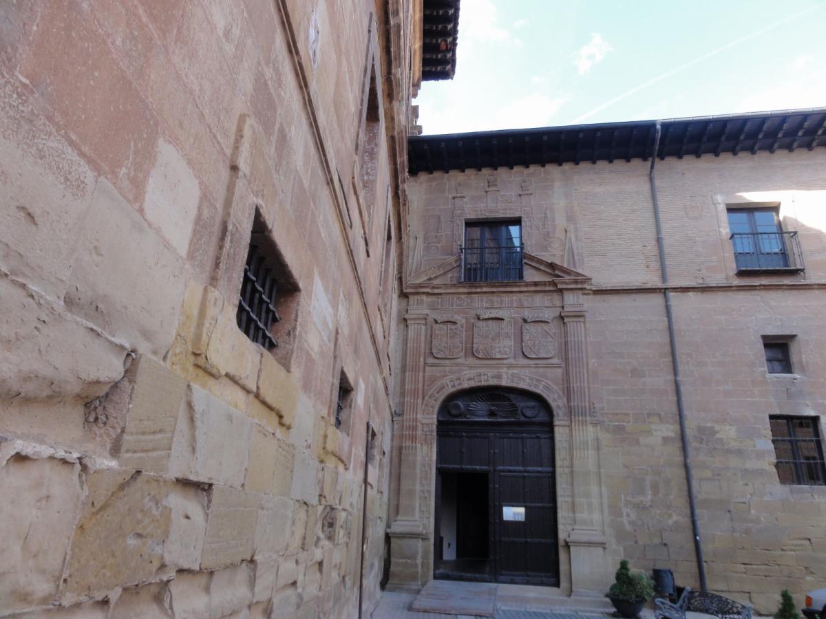 Entrada para visitas al Monasterio de Nájera