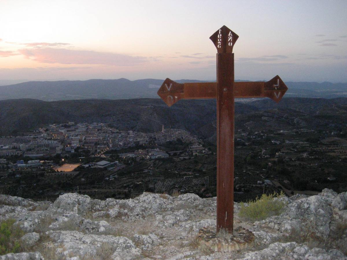 Cruz en la Serra de Mariola