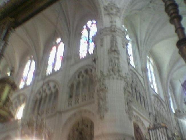 Nave mayor esculturas y relieves en la Catedral de Burgos