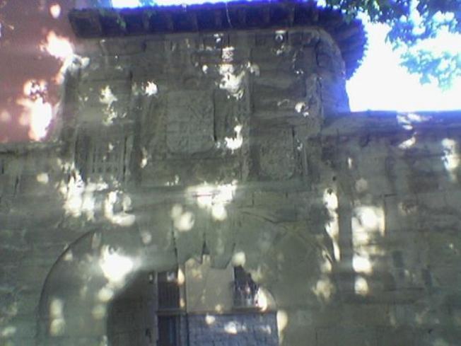 Puerta y Muralla del Revellin en Logroño