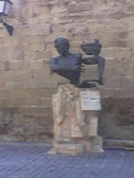 """Monumento en la """"Plaza del Parlamento"""" de Logroño"""