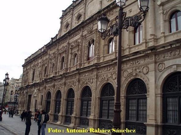 Parte posterior del Excmo. Ayuntamiento de Sevilla