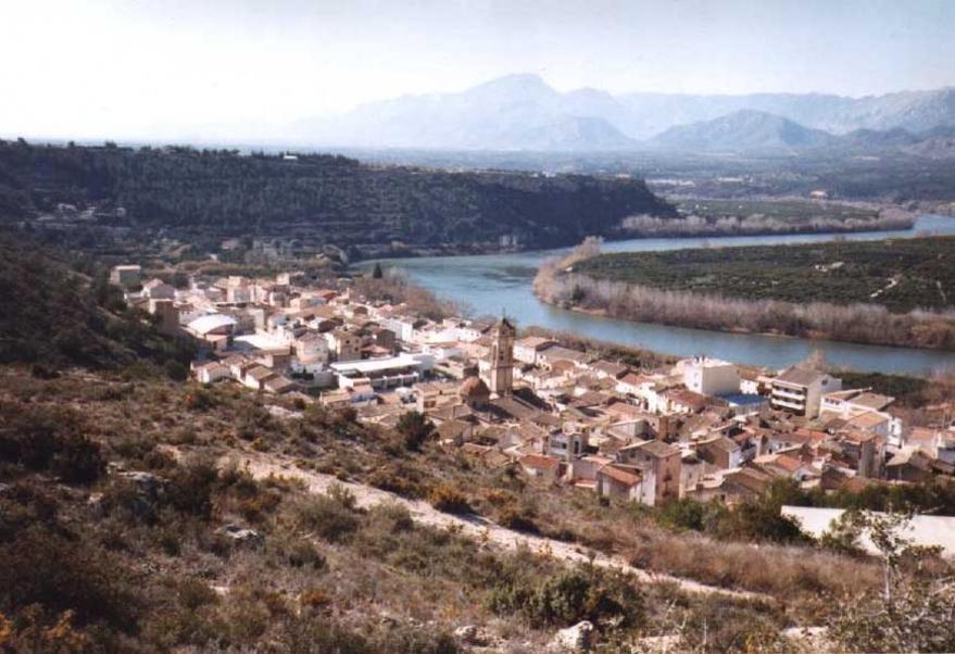El poble de Tivenys i el Ebre