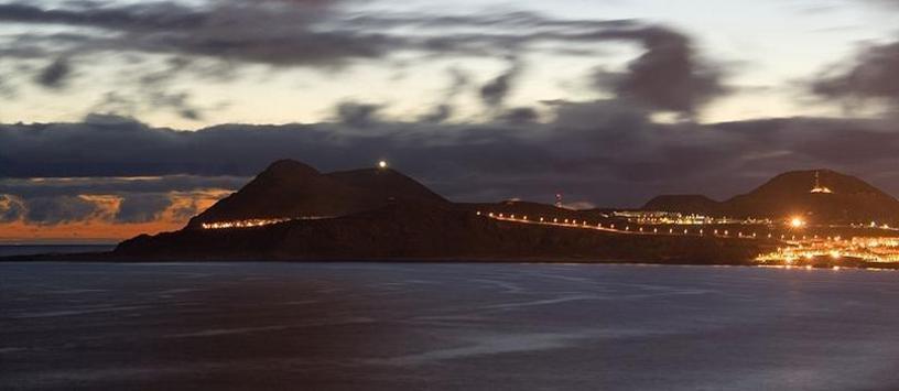 Vista al atarceder de La península de La Isleta